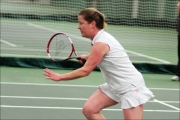 <h5>Tennis player runnig towards the ball</h5>