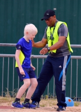 <h5>Guide helping Under 18s  Long  Jumper find the edge</h5>