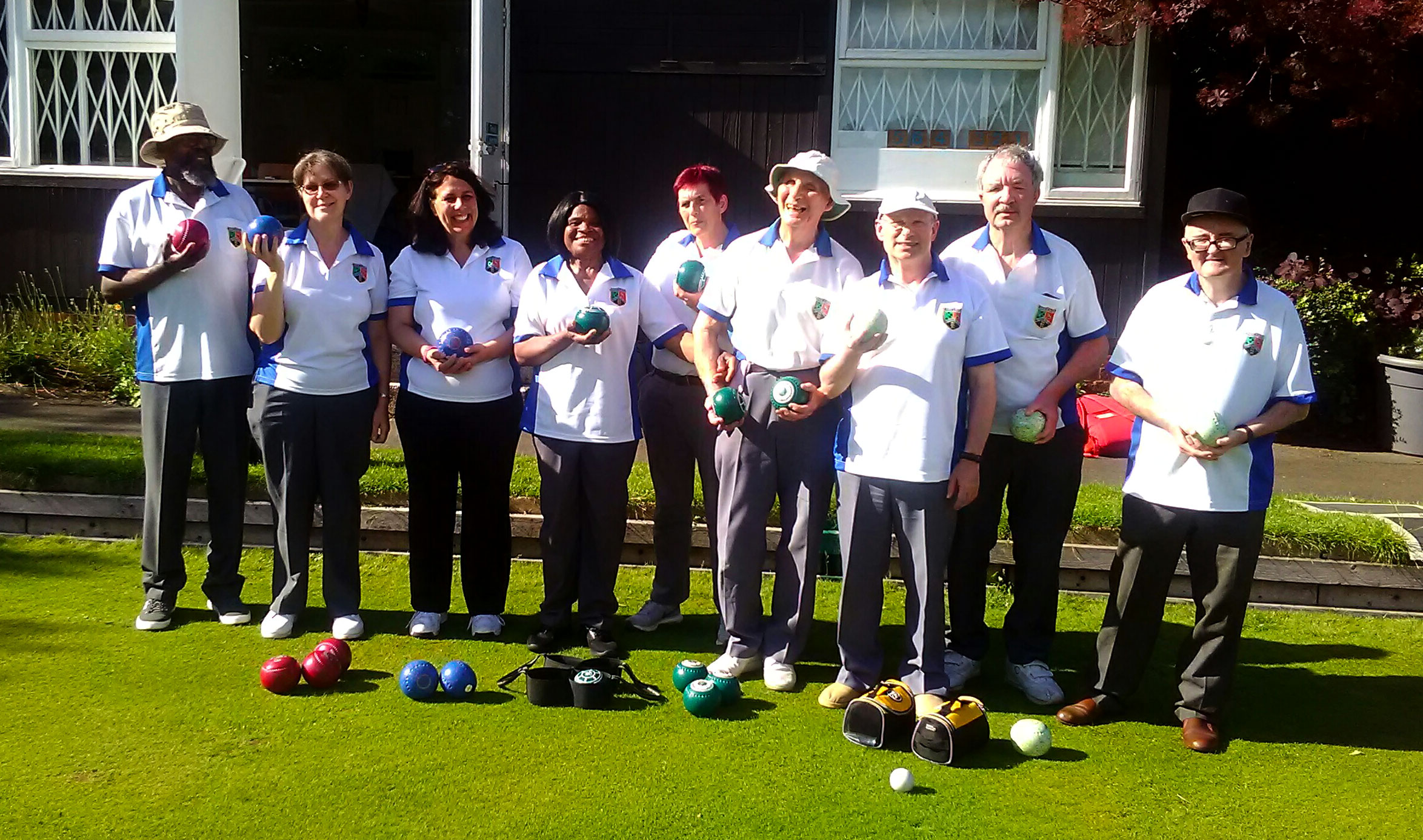 Group Photo Outside Ravenscourt Bowls club in the Sun