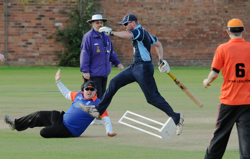 Metro cricketer jumps and runs to get the run!