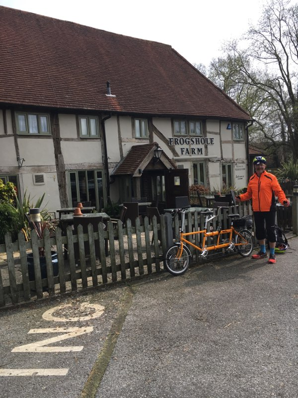 Jean with the foldable tandem in front of the FrogsholeFarm Pub